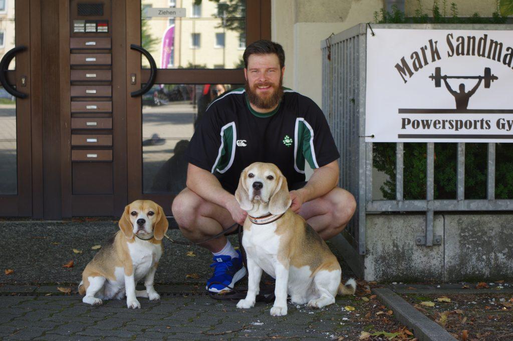 Trainer Mark mit seinen Hunden